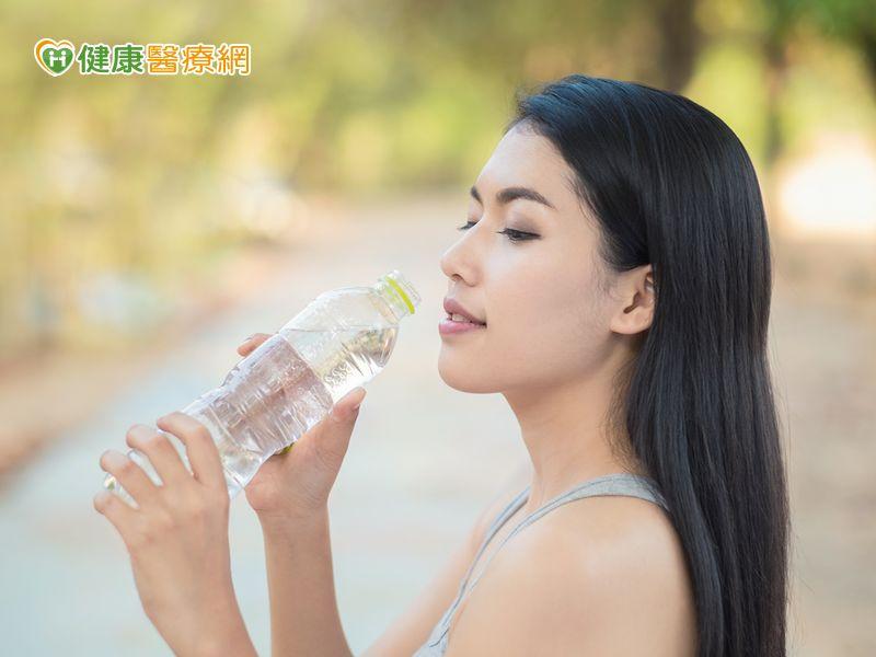 多喝水有益健康? 醫:排尿量達標才是重點