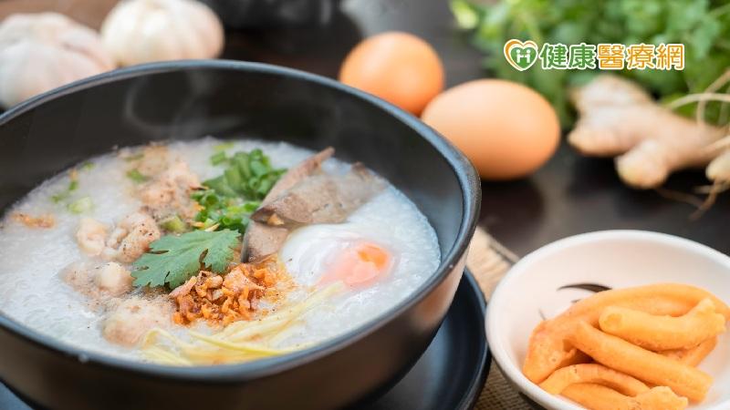 傳統早餐吃鹹粥、牛肉湯 營養師教這樣吃不怕胖