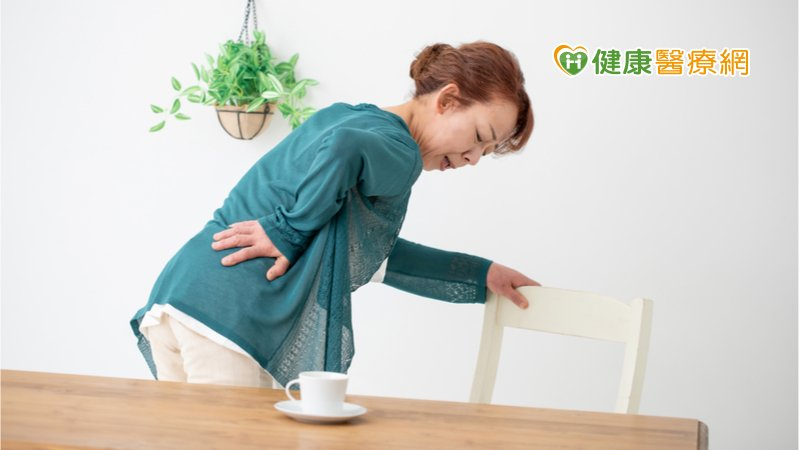 婦人飽受下背痛困擾 民俗療法反引起腰肌膿瘍