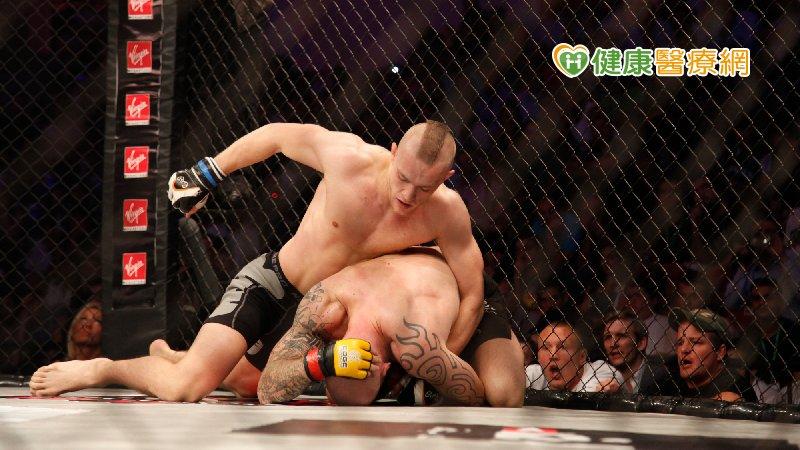 格鬥天王Conor Mcgregor擂台骨折 重回格鬥場最快一年後