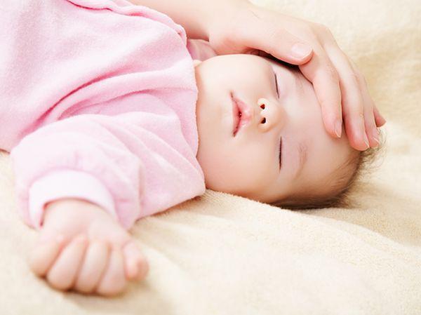 五个月的宝宝高烧不退( 如果你们没有打过疫苗的话,你们家有可能是幼儿急疹,如果是幼儿急疹,一般要烧三天左右,烧退之后会发疹子...) 五个月的宝宝发烧怎么办?( 小孩子发烧,先大人不要恐慌,您孩子的情况几乎每个孩子都是这样过来的,下面介绍点方法: 宝宝发烧应急3...) 五个月婴儿发烧怎么办( 您好!