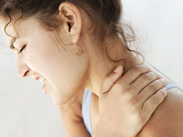低头族常肩颈酸痛 舒缓按摩有撇步