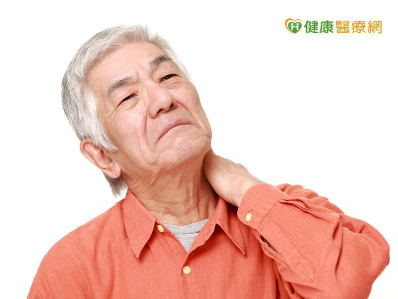 老人這裡痠那裡痛 中醫師教你按穴位緩解